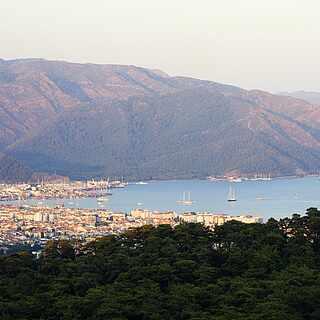 Berg- und Meer-Kulisse in der Türkei