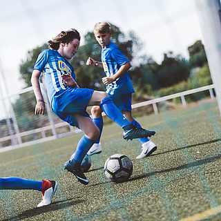 Fußballspieler auf einem Fußballplatz