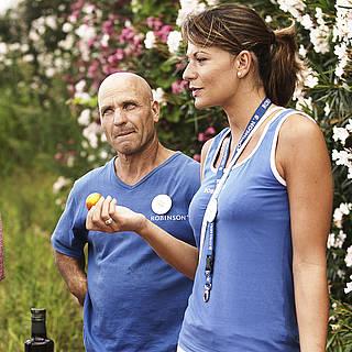 Mann und Frau erklären das Wellfood Konzept