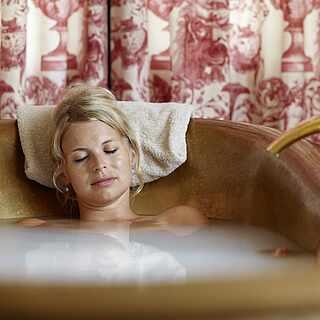 Eine Frau entspannt