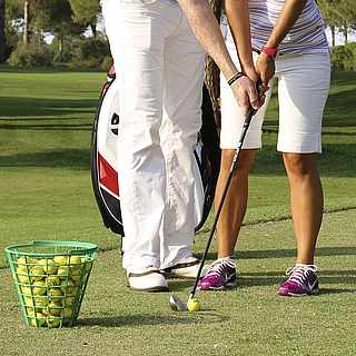 Golfplatz, Frau bekommt Golfsunterricht, Golf in der Türkei, Golfswoche, Golfkurs, ROBINSON