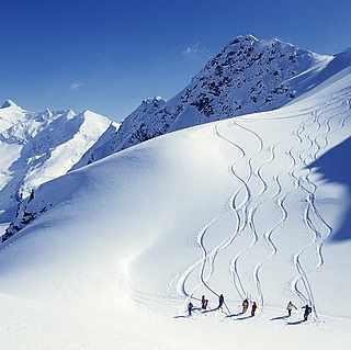 Skifahren in den Bergen