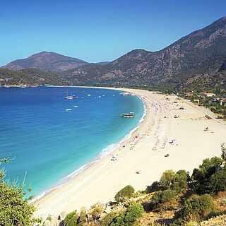 Strand und Berge in der Türkei