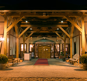 Eingangsbereich bei Nacht ROBINSON CLUB FLEESENSEE, Deutschland
