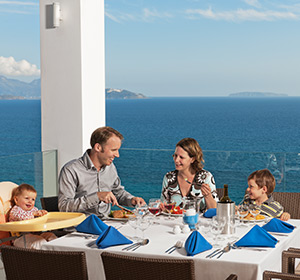Kulinarisches Familie am Tisch ROBINSON CLUB DAIDALOS Kos