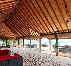 Clubanlage Bar Bereich ROBINSON CLUB MALDIVES Malediven