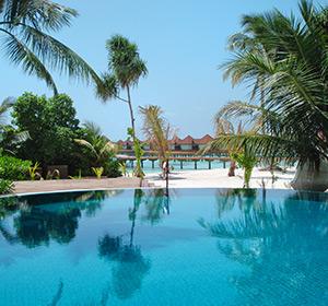 Clubanlage Pool ROBINSON CLUB MALDIVES Malediven