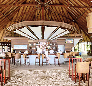 Kulinarisches Bar Blick unter das Dach ROBINSON CLUB MALDIVES Malediven