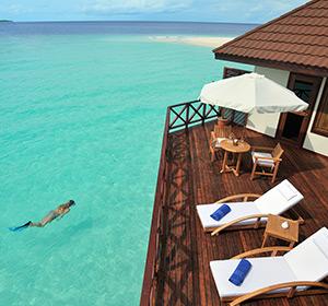 Zimmer Sonnenliegen ROBINSON CLUB MALDIVES Malediven
