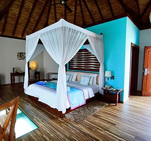 Himmelbett Zimmer ROBINSON CLUB MALDIVES Malediven