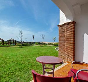 Terrasse mit Blick auf Grünanlage Doppel-/Familienzimmer ROBINSON CLUB AGADIR, Marokko