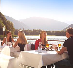 Essen/Trinken Restaurant Terrasse Sommer ROBINSON CLUB LANDSKRON Österreich