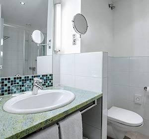 Zimmer alle Badezimmer ROBINSON CLUB LANDKRON, Österreich