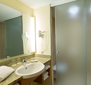 Zimmer, Familienzimmer Typ 1, Badezimmer, ROBINSON CLUB SCHLANITZEN ALM, Österreich