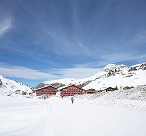 Clubanlage Haus von vorne ROBINSON CLUB ALPENROSE ZÜRS, Österreich
