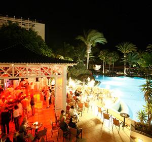 Poolbar mit Tanzfläche ROBINSON CLUB JANDIA PLAYA Fuerteventura