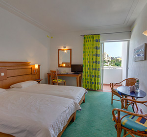 Doppelzimmer Haupthaus Meerblick (DZM1) Bett ROBINSON CLUB JANDIA PLAYA  Fuerteventura