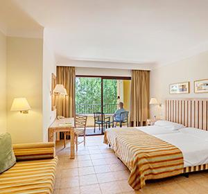 Zimmer Doppelzimmer (DZX2) Bett ROBINSON CLUB CALA SERENA Mallorca