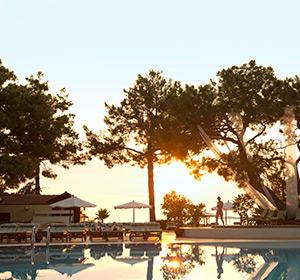 Poolanlage im Sonnenuntergang ROBINSON CLUB CAMYUVA Türkei