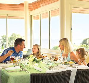 Kulinarisches Familie am Tisch ROBINSON CLUB PAMFILYA, Türkei